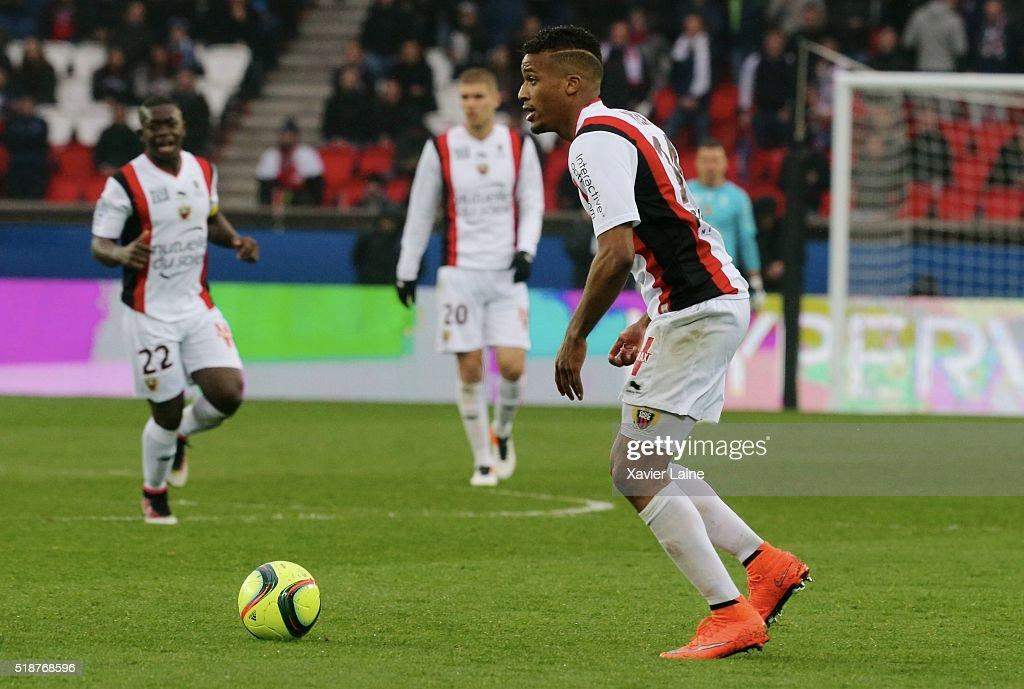 Alassane Plea of OGC Nice in action during the French Ligue 1 match between Paris Saint-Germain and OGC Nice at Parc des Princes on april 02, 2016 in Paris, France.