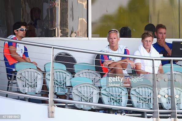 Alastair Cook the captain of England looks on alongside Head Coach Peter Moores Joe Root and Stuart Broad as England finish the day on 39 for 5 and a...