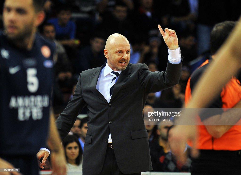 Alba Berlin's coach Sasa Obradovic (C) reacts during the basketball match Alba Berlin vs. Anadolu Efes at the Abdi Ipekci Sport Hall in Istanbul on January 11, 2013. AFP PHOTO/BULENT KILIC