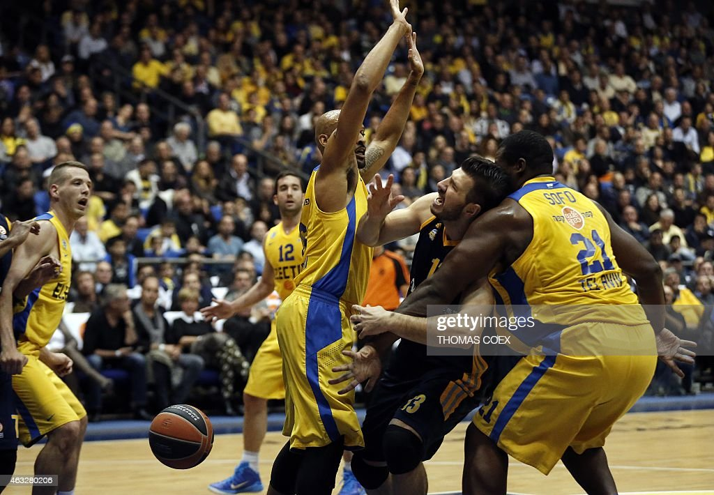Alba Berlin's Croatian player Marko Banic (2R) vies for the ball against Israel Maccabi Electra Tel Aviv's US guard <a gi-track='captionPersonalityLinkClicked' href=/galleries/search?phrase=Devin+Smith+-+Basketball+Player&family=editorial&specificpeople=13926073 ng-click='$event.stopPropagation()'>Devin Smith</a> (C) and Israel Maccabi Electra Tel Aviv's Greek centre Sofoklis Schortsanitis (R) during their Euroleague Top 16 basketball match, group E, round 6, on February 12, 2015 at the Menora Mivtachim Arena stadium in the Israeli Mediterranean coastal city of Tel Aviv.