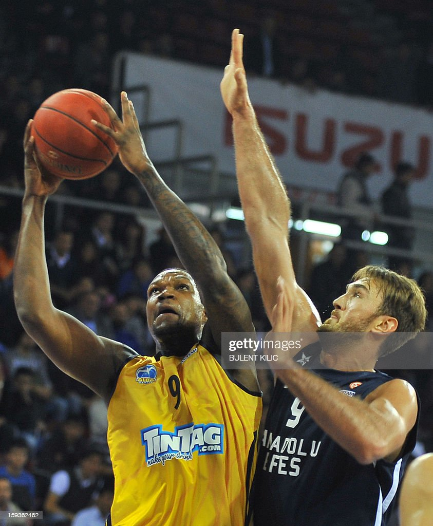 Alba Berlin's Deon Thompson (L) vies with Anadolu Efes' Semih Erden (R) during the Euroleague basketball match between Alba Berlin and Anadolu Efes at the Abdi Ipekci Sport Hall in Istanbul on January 11, 2013.