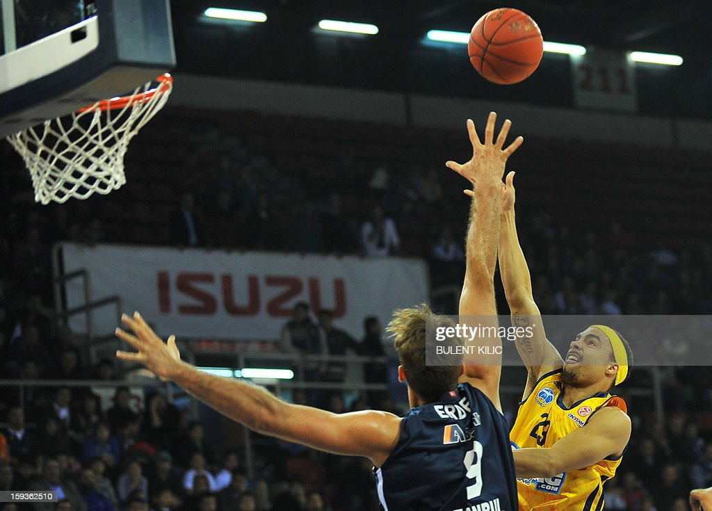 Alba Berlin's Dushaun Wood (R) vies with Anadolu Efes's Semih Erden (L) during the Euroleague basketball match between Alba Berlin and Anadolu Efes at the Abdi Ipekci Sport Hall in Istanbul on January 11, 2013.