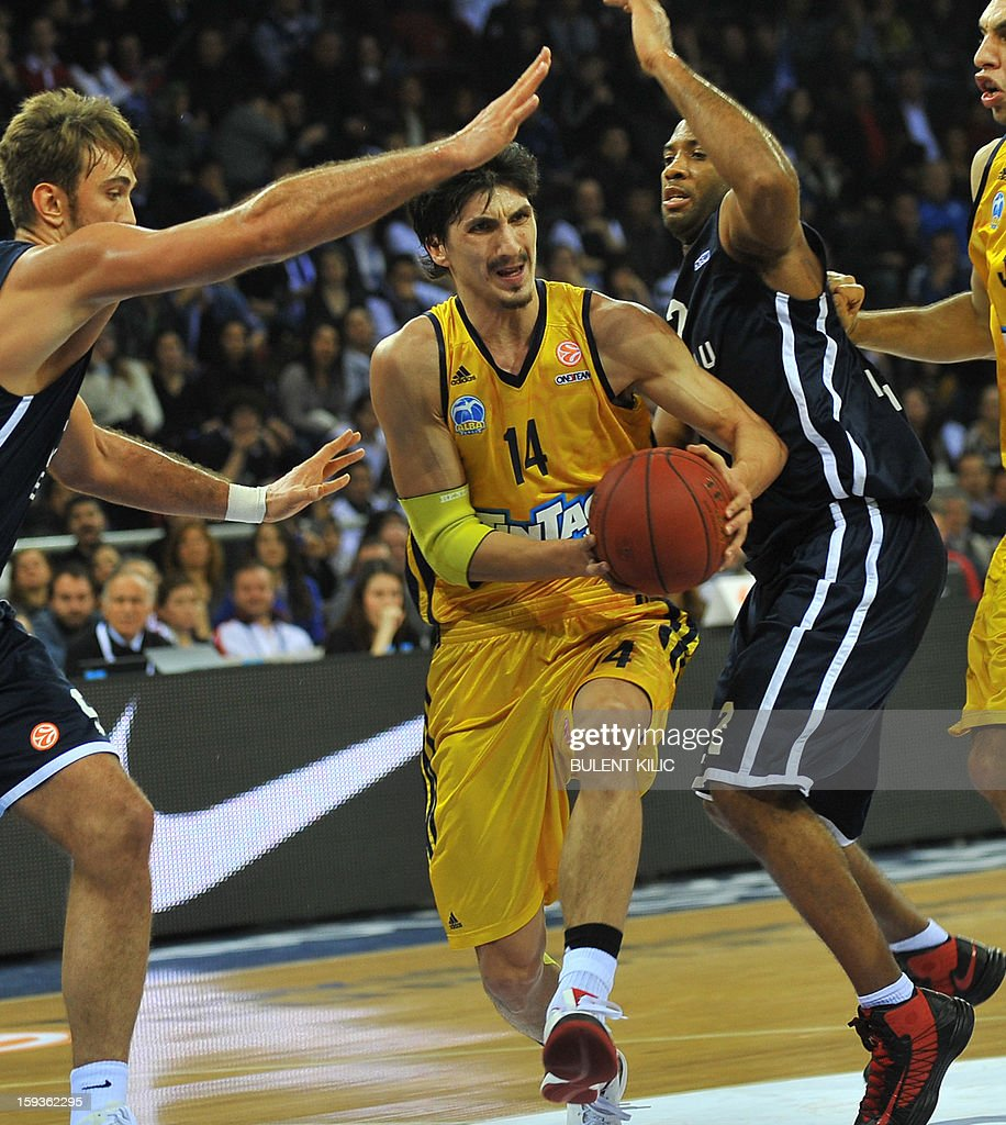 Alba Berlin's Nihad Djedovic (C) vies with Anadolu Efes's Semih Erden (L) and Jamon Lucas (2nd-R) during the Euroleague basketball match between Alba Berlin and Anadolu Efes at the Abdi Ipekci Sport Hall in Istanbul on January 11, 2013.