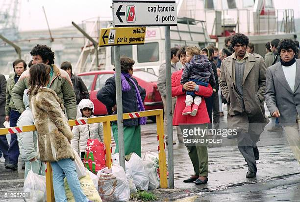 Albanian refugees wait in the port in Brindisi for a bus to take them to a shelter 09 March 1991