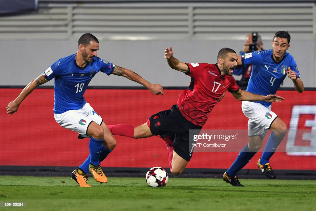 Albania's midfielder Eros Grezda (C) vies with Italy's defender Leonardo Bonucci (L) and Italy's defender Matteo Darmian (R) during the FIFA World Cup 2018 qualification football match between Albania and Italy at Loro Borici Stadium in Shkoder on October 9, 2017. / AFP PHOTO / Dimitar DILKOFF