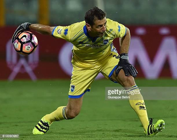 Albano Bizzarri of Pescara Calcio in action during the Serie A match between Pescara Calcio and FC Torino at Adriatico Stadium on September 21 2016...