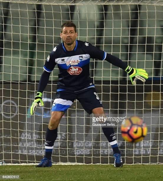 Albano Bizzarri of Pescara Calcio in action during the Serie A match between Pescara Calcio and ACF Fiorentina at Adriatico Stadium on February 1...