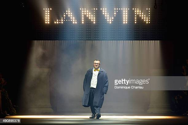Alber Elbaz greats the crowd during the Lanvin show as part of the Paris Fashion Week Womenswear Spring/Summer 2016 on October 1 2015 in Paris France