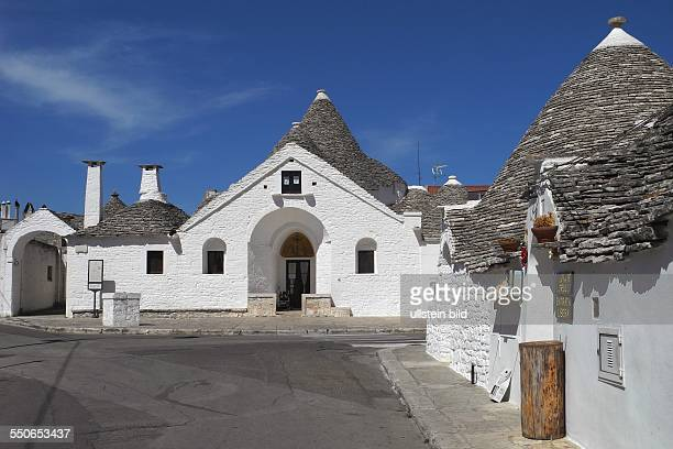 Besuch des beruehmten TrulliViertels in Alberobello jetzt als UNESCOWeltkulturerbe anerkannt Die historischen TrulliHaeuser ca 1000 erhaltene Bauten...