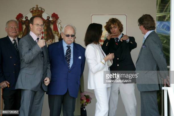 Albert de Monaco le Prince Rainier Caroline de Monaco Pierre Casiraghi et ErnestAuguste de Hanovre lors du Grand Prix de Monaco le 23 mai 2004
