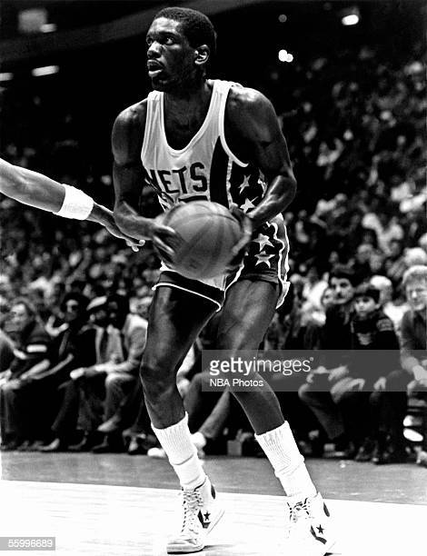 Albert King of the New Jersey Nets sets up to shoot a short jump shot during an NBA game at the Brendan Byrne Arena circa 1981 in East Rutherford New...