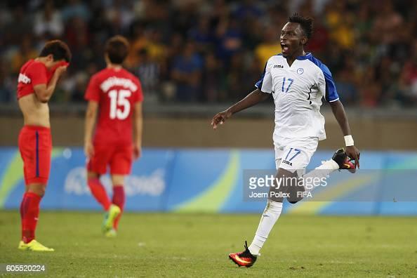 Alberth Elis of Honduras celebrates after winning the Men's Quarter Final match between Republic of Korea and Honduras on Day 8 of the Rio2016...
