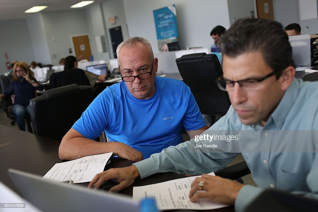 Alberto Abin (R), an insurance advisor with UniVista Insurance company, helps Carlos Rodriguez shop for a health plan under the Affordable Care Act, also known as Obamacare, on December 15, 2015 in Miami, Florida. Today, is the deadline to sign up for a plan under the Affordable Care Act for people that want to be insured on January 1, 2016.