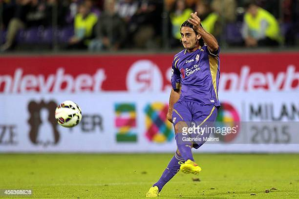 Alberto Aquilani of ACF Fiorentina in action during the Serie A match between ACF Fiorentina and US Sassuolo Calcio at Stadio Artemio Franchi on...