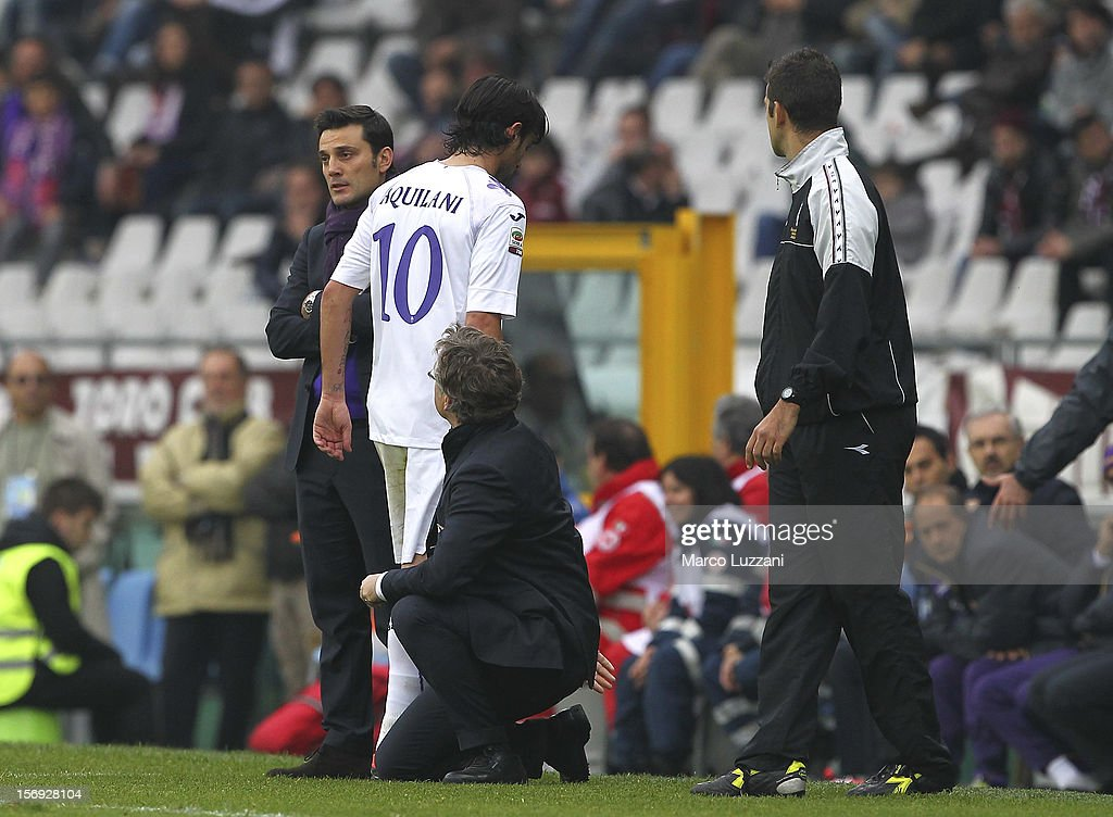 Alberto Aquilani of ACF Fiorentina walks off with an injury during the Serie A match between Torino FC and ACF Fiorentina at Stadio Olimpico di Torino on November 25, 2012 in Turin, Italy.