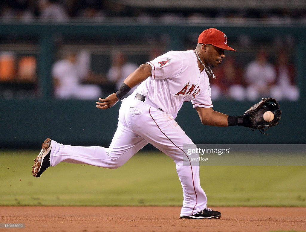 <a gi-track='captionPersonalityLinkClicked' href=/galleries/search?phrase=Alberto+Callaspo&family=editorial&specificpeople=835933 ng-click='$event.stopPropagation()'>Alberto Callaspo</a> #6 of the Los Angeles Angels fields a groundball leading to the out of Paul Konerko #14 of the Chicago White Sox during the first inning at Angel Stadium of Anaheim on September 21, 2012 in Anaheim, California.