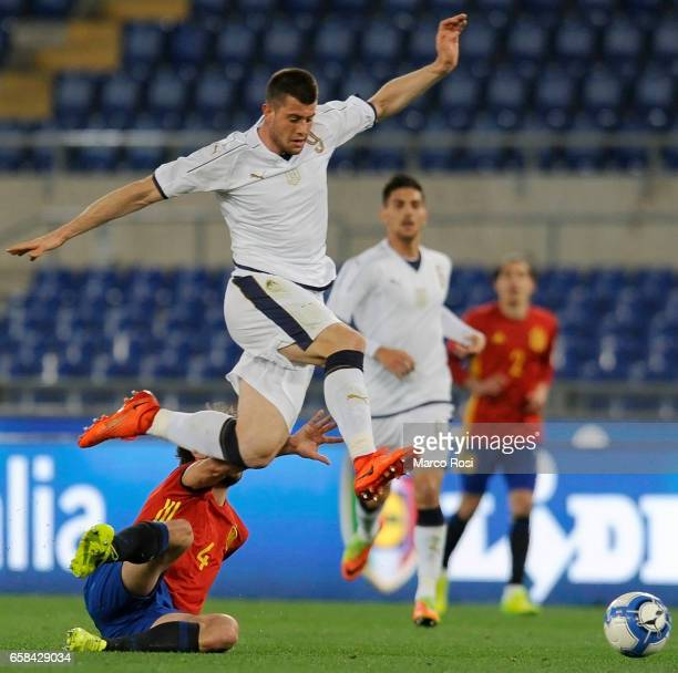 Alberto Cerri of Italy U21 compete for the ball with Yeray Alvarez of Spain U21 during the international friendly match between Italy U21 and Spain...