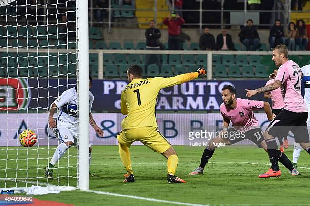 Alberto Gilardino of Palermo scores the equalizing goal during the Serie a match between US Citta di Palermo and FC Internazionale Milano at Stadio...