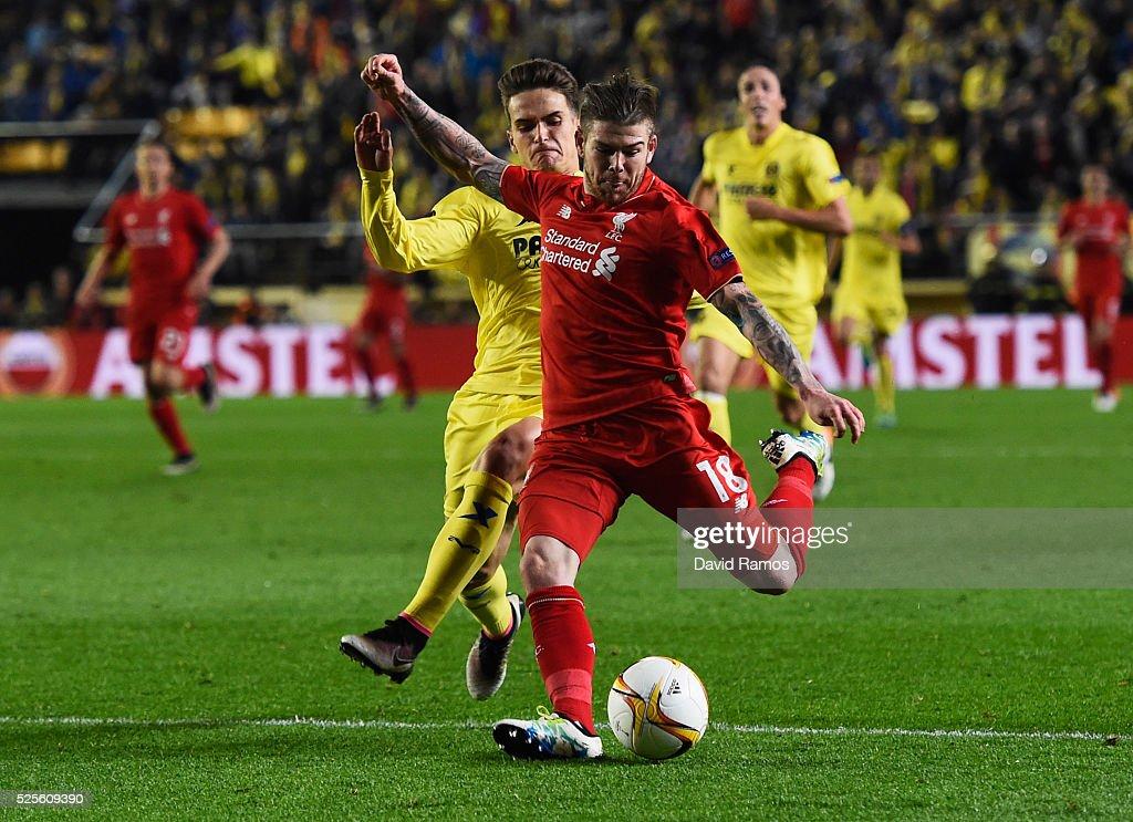 Alberto Moreno of Liverpool misses chance during the UEFA Europa League semi final first leg match between Villarreal CF and Liverpool at Estadio El Madrigal on April 28, 2016 in Villarreal, Spain.