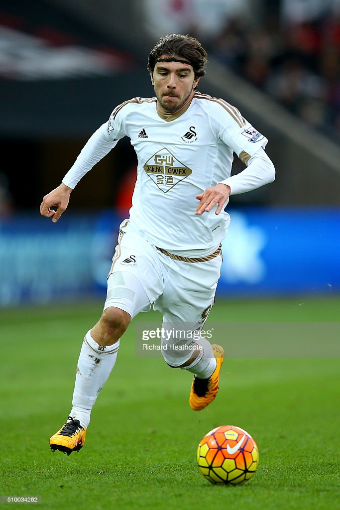 <a gi-track='captionPersonalityLinkClicked' href=/galleries/search?phrase=Alberto+Paloschi&family=editorial&specificpeople=3817495 ng-click='$event.stopPropagation()'>Alberto Paloschi</a> of Swansea in action during the Barclays Premier League match between Swansea City and Southampton at the Liberty Stadium on February 13, 2016 in Swansea, Wales.