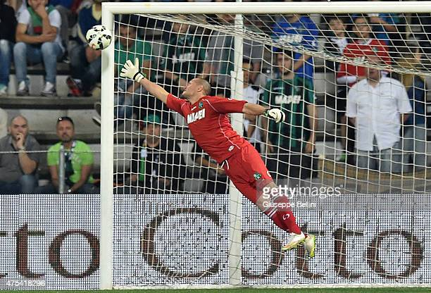 Alberto Pomini of Sassuolo in action during the Serie A match between US Sassuolo Calcio and Genoa CFC at Mapei Stadium on May 31 2015 in Reggio...