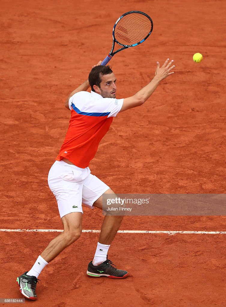 Alberto Ramos Vinolas of Spain hits a backhand during the Men's Singles fourth round match against Milos Raonic of Canada on day eight of the 2016 French Open at Roland Garros on May 29, 2016 in Paris, France.