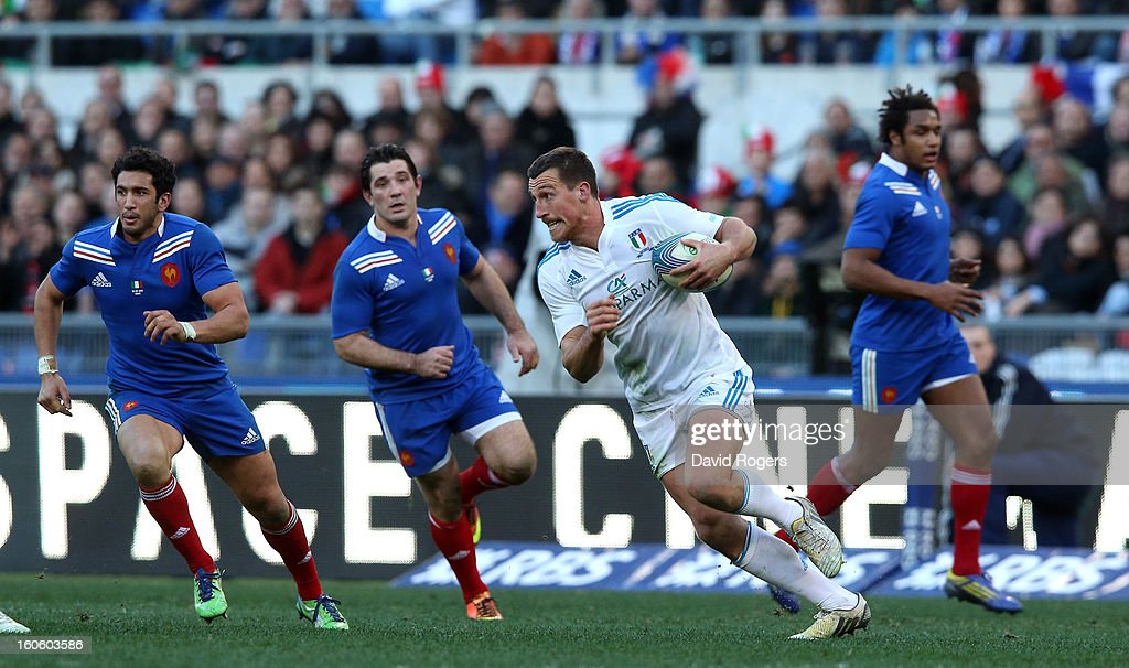 Alberto Sgarbi of Italy breaks with the ball during the RBS Six Nations match between Italy and France at Stadio Olimpico on February 3, 2013 in Rome, Italy.