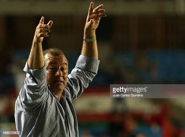 Alberto Suarez head coach of America de Cali shouts instructions to his players during a match between America de Cali and Bucaramanga as part of...