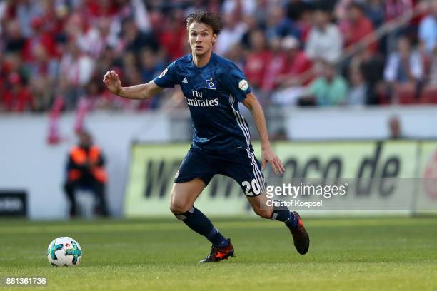 Albin Ekdal of Hamburger SV runs with the ball during the Bundesliga match between 1 FSV Mainz 05 and Hamburger SV at Opel Arena on October 14 2017...
