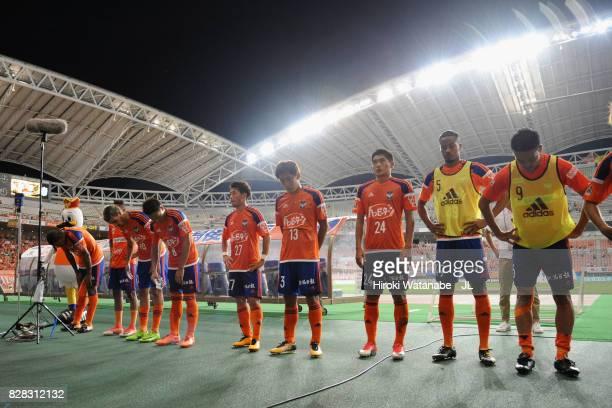 Albirex Niigata players applaud supporters after their 02 defeat in the JLeague J1 match between Albirex Niigata and Kawasaki Frontale at Denka Big...