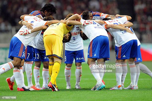 Albirex Niigata players form a huddle during the JLeague match between Urawa Red Diamonds and Albirex Niigata at Saitama Stadium on June 27 2015 in...