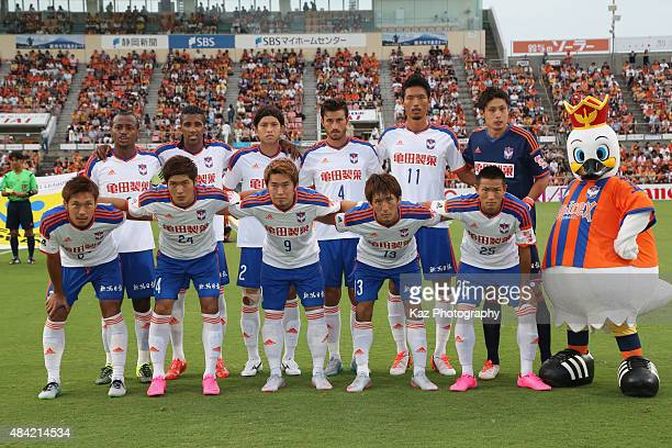 Albirex Niigata players line up for the team photos prior to the JLeague match between Shimizu SPulse and Albirex Niigata at IAI Stadium Nihondaira...