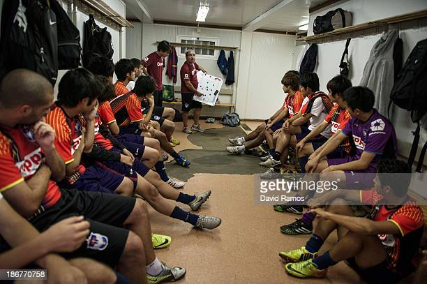 Albirex Niigata players review the mistakes made during their last weekend's match with the head coach assistant Jesus Dorado at the Vall d'Hebron...