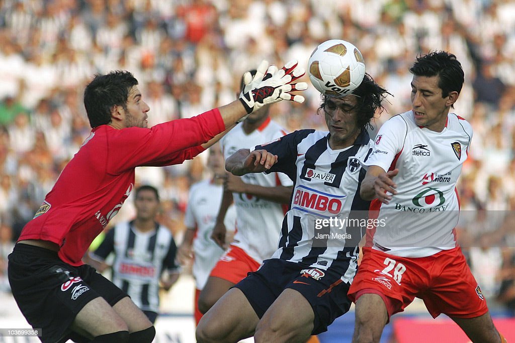 Aldo de Nigris (C) of Monterrey struggles for the ball with marvin Cabrera (R) and Jorge Villalpando (L) of Jaguares during a match as part of the Apertura 2010 at Tecnologico Stadium on August 28, 2010 in Monterrey, Mexico.