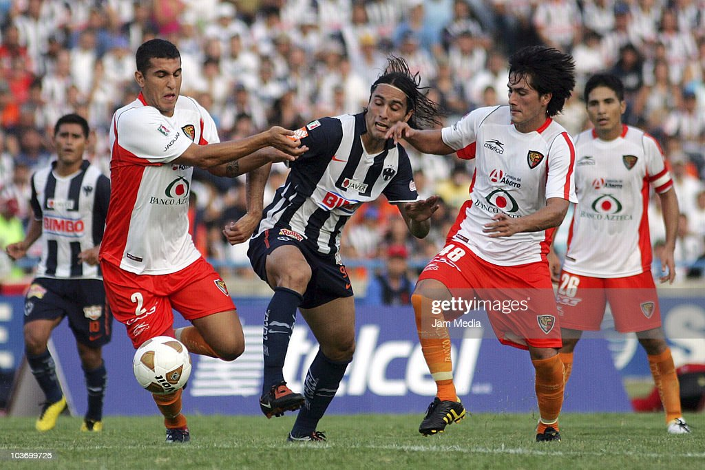 Aldo de Nigris (C) of Monterrey struggles for the ball with Miguel Angel Martinez (L) and Jorge Daniel Hernandez (R) of Jaguares during a match as part of the Apertura 2010 at Tecnologico Stadium on August 28, 2010 in Monterrey, Mexico.