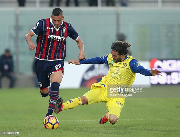Aleandro Rosi competes for the ball with Perparim Hetemaj of Chievo during the Serie A match between FC Crotone and AC ChievoVerona at Stadio...