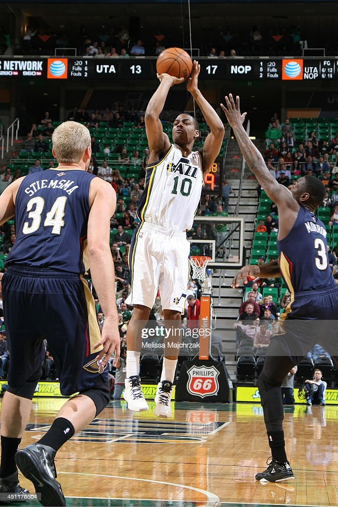 <a gi-track='captionPersonalityLinkClicked' href=/galleries/search?phrase=Alec+Burks&family=editorial&specificpeople=6834208 ng-click='$event.stopPropagation()'>Alec Burks</a> #10 of the Utah Jazz takes a shot against the New Orleans Pelicans at EnergySolutions Arena on April 04, 2014 in Salt Lake City, Utah.