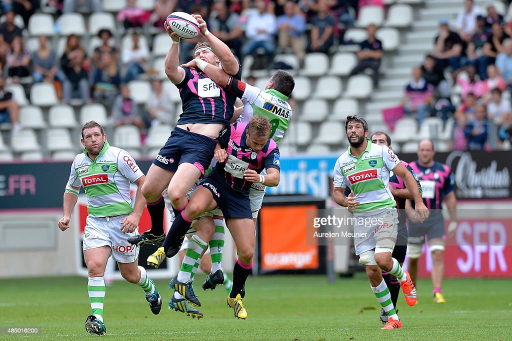 Aled De Malmanche of Stade Francais catches the ball during the Top 14 game between Stade Francais and Pau at Stade Jean Bouin on August 23, 2015 in Paris, France.
