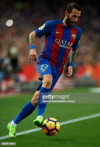 Aleix Vidal of Barcelona controls the ball during the La Liga match between FC Barcelona and Athletic Club at Camp Nou Stadium on February 4 2017 in...