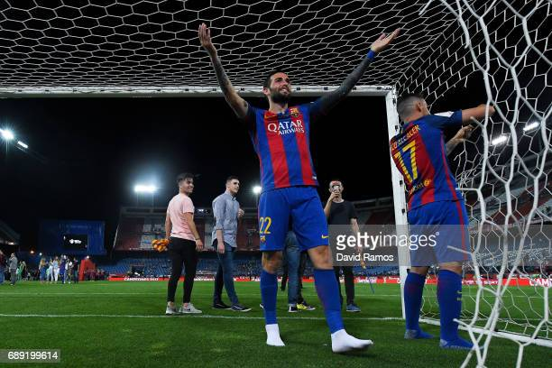 Aleix Vidal of FC Barcelona celebrates after winning the Copa Del Rey Final between FC Barcelona and Deportivo Alaves at Vicente Calderon stadium on...
