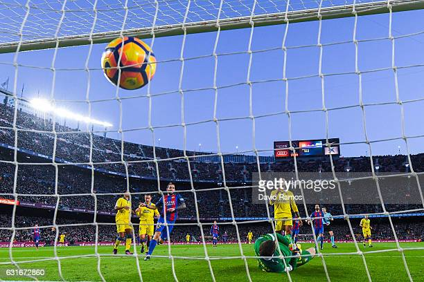 Aleix Vidal of FC Barcelona scores his team's fifth goal during the La Liga match between FC Barcelona and UD Las Palmas at Camp Nou stadium on...