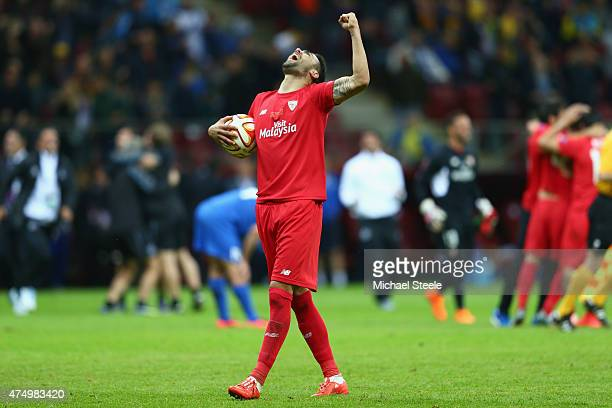 Aleix Vidal of Sevilla celebrates at the final whistle after his teams 32 victoryl during the UEFA Europa League Round Final match between FC Dnipro...