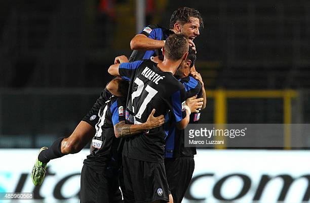 Alejandro Dario Gomez of Atalanta BC celebrates his goal with his teammates during the Serie A match between Atalanta BC and Frosinone Calcio at...