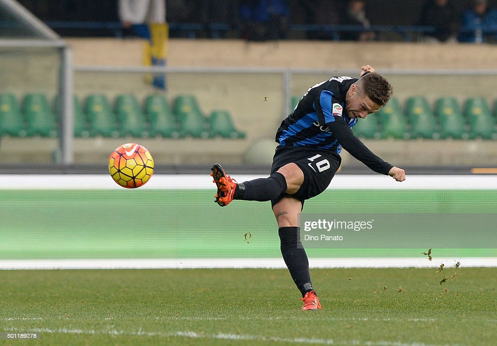 Alejandro Dario Gomez of Atalanta BC in action during the Serie A match between AC Chievo Verona and Atalanta BC at Stadio Marc'Antonio Bentegodi on December 13, 2015 in Verona, Italy.