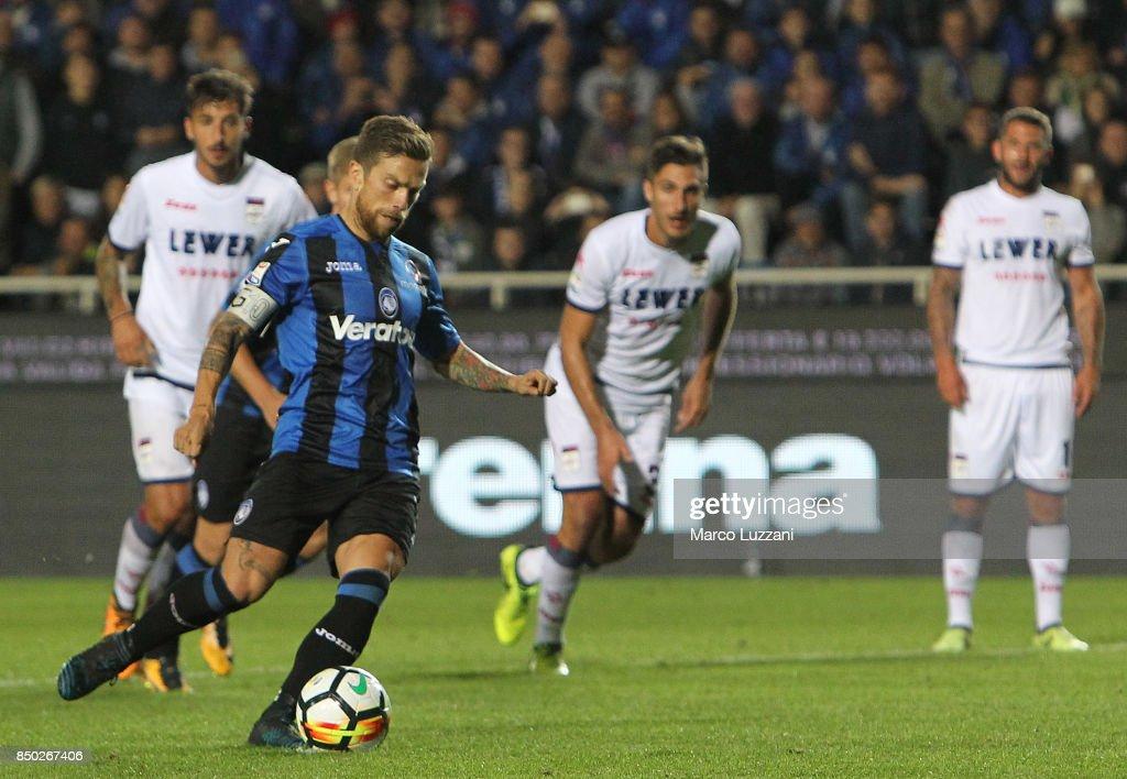 Alejandro Dario Gomez of Atalanta BC scores his second goal from the penalty spot during the Serie A match between Atalanta BC and FC Crotone at Stadio Atleti Azzurri d'Italia on September 20, 2017 in Bergamo, Italy.