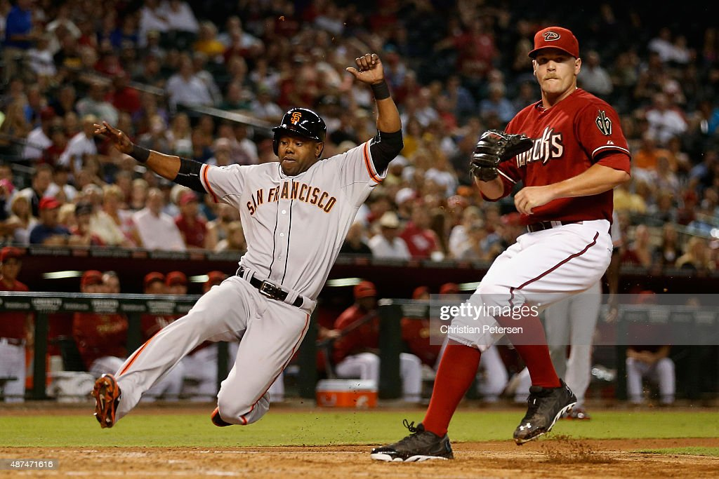 <a gi-track='captionPersonalityLinkClicked' href=/galleries/search?phrase=Alejandro+De+Aza&family=editorial&specificpeople=4181650 ng-click='$event.stopPropagation()'>Alejandro De Aza</a> #45 of the San Francisco Giants scores a run past relief pitcher Andrew Chafin #40 of the Arizona Diamondbacks on a wild pitch during the sixth inning of the MLB game at Chase Field on September 9, 2015 in Phoenix, Arizona.