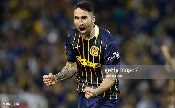 Alejandro Donatti of Rosario Central celebrates after scoring the third goal of his team during a second leg match between Rosario Central and Gremio...