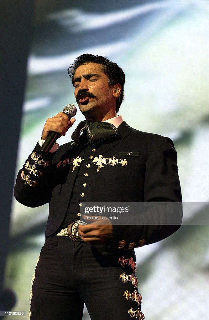 Alejandro Fernandez Performs