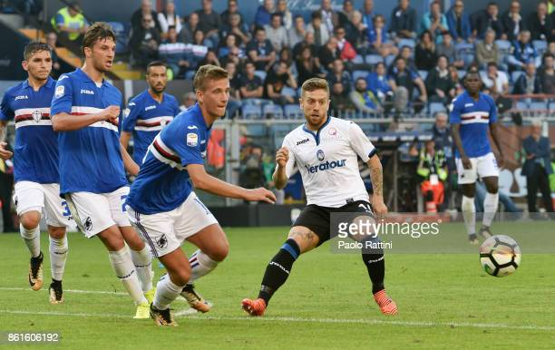 Alejandro Gomez in action during the Serie A match between UC Sampdoria and Atalanta BC at Stadio Luigi Ferraris on October 15 2017 in Genoa Italy