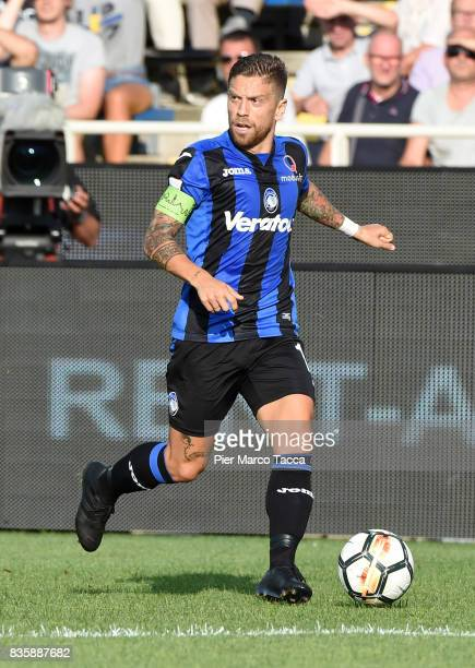 Alejandro Gomez of Atalanta BC in action during the Serie A match between Atalanta BC and AS Roma at Stadio Atleti Azzurri d'Italia on August 20 2017...